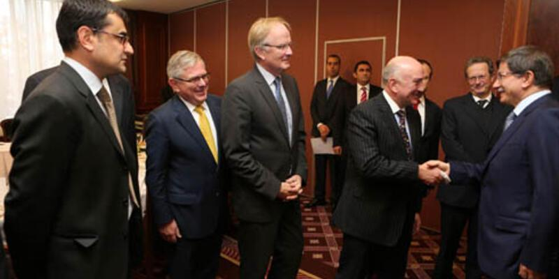 Davutoğlu AB ülkelerinin büyükelçileriyle buluştu