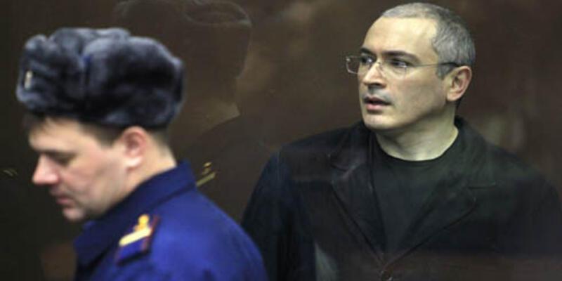 Putin, eski oligarkı 10 yılın sonunda affetti