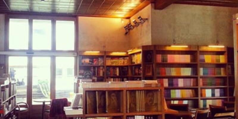 İstanbul Kitapçısı Eminönü İskelesi'nde açıldı