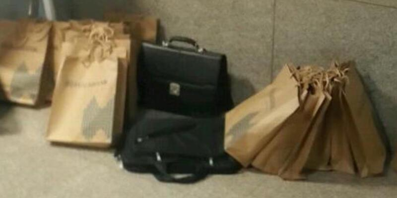 Adliyede Halkbank logolu paketler