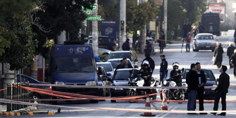 Atina'da Almanya Büyükelçiliği önünde havaya ateş açıldı
