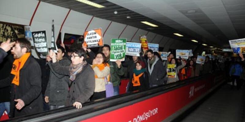 Güvenliği protesto eden gruplar turnikeden atladı