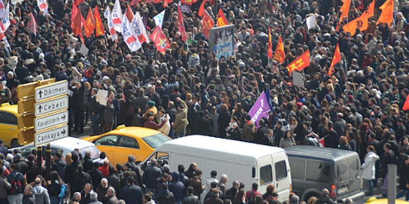 """Ankara ve İzmir'deki """"Berkin"""" eylemlerine sert müdahale"""