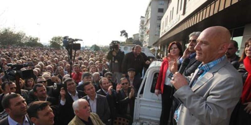 Kartal'da CHP'li Altınok Öz mazbatasını aldı
