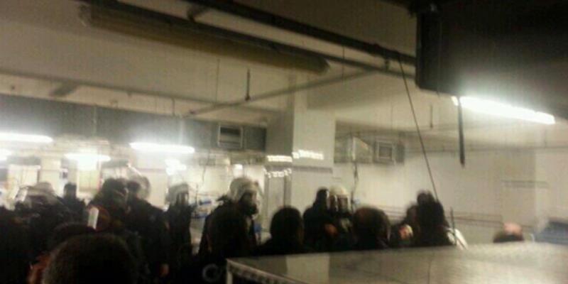 Greif işçilerine polis baskını: 91 işçi gözaltında, 12'si çatıda eylemde