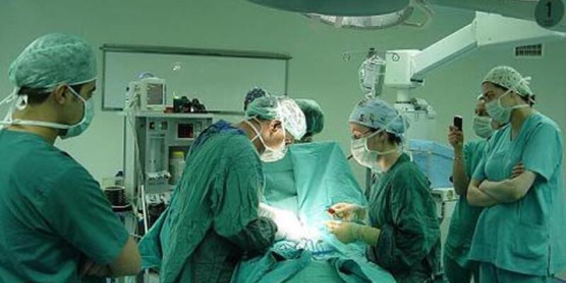 Böbrek tümörünü ameliyatla vajinadan çıkardılar