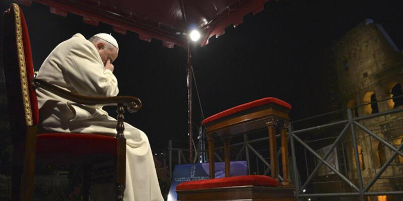 Papa, Kutsal Cuma ayinini yönetti