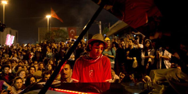 Gezi piyanisti ikinci kez 'dışarıda' çaldı