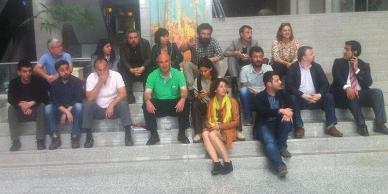 1 Mayıs gözaltıları... Avukatlar oturma eyleminde