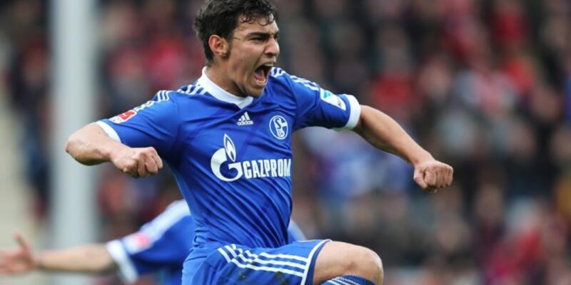 Kaan Ayhan Schalke formasıyla ilk golünü attı, beyin sarsıntısı geçirdi