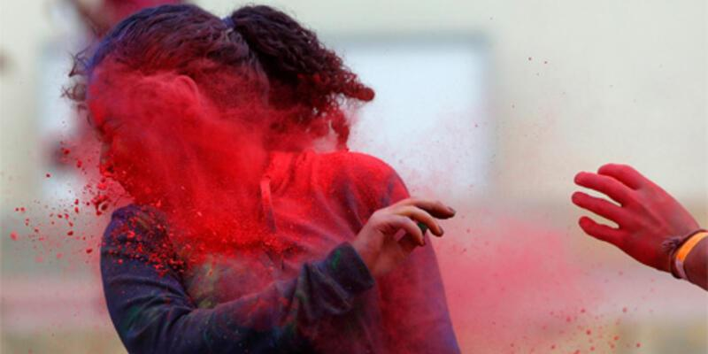 ABD'liler Holi Festivali'nde eğlendi