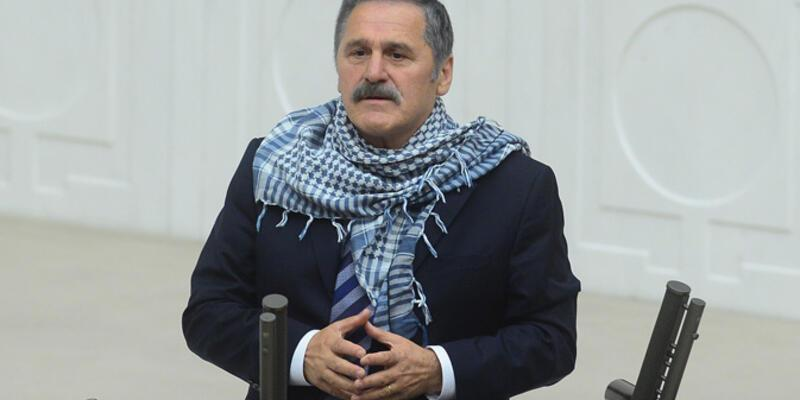Süleyman Çelebi'den poşulu protesto