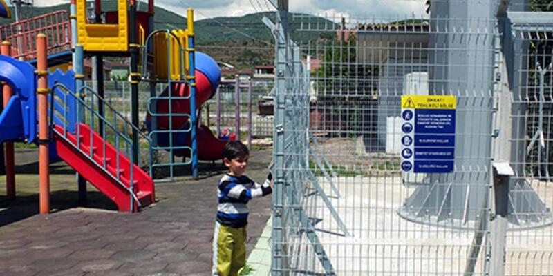 Çocuk parkının içine baz istasyonu kurdular!