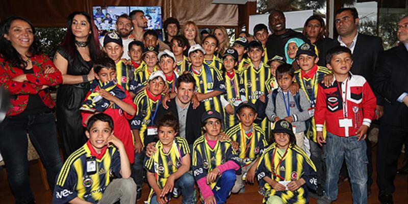 Fenerbahçeli futbolcular Vanlı çocuklarla buluştu