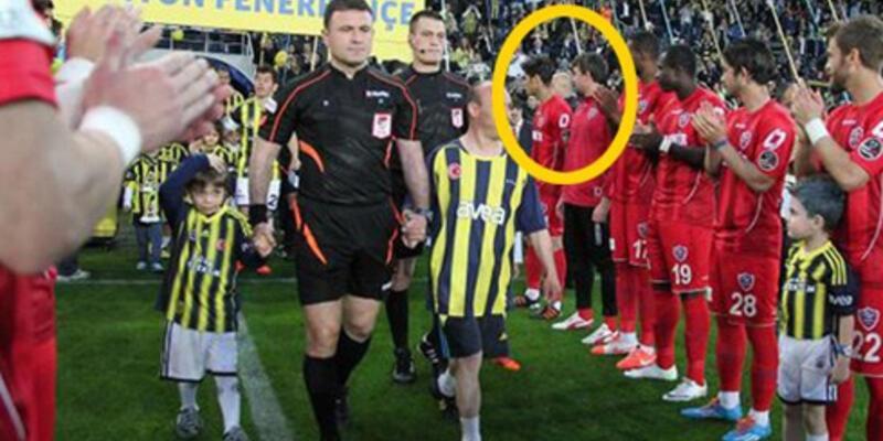 Galatasaraylı eski futbolcular Fenerbahçe'yi alkışlamadı