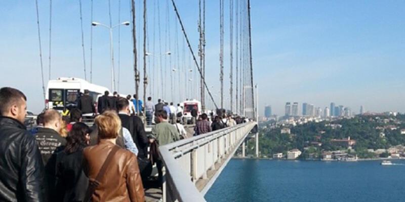 Trafik kazası istanbul'u felç etti! Vatandaş köprüyü yürüyerek geçti