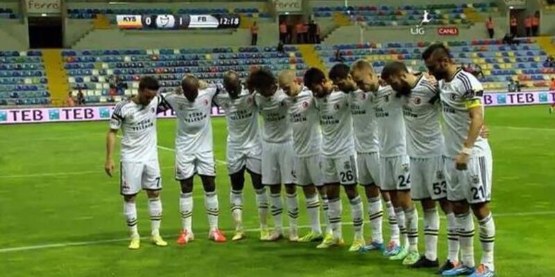 Fenerbahçe golü atınca Soma için saygı duruşuna geçti