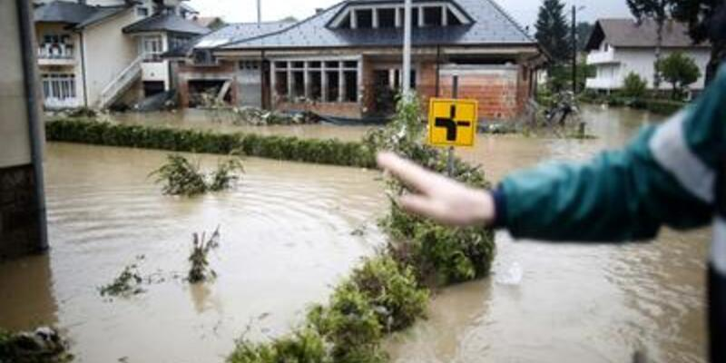 Bosna Hersek ve Sırbistan'ı sel vurdu