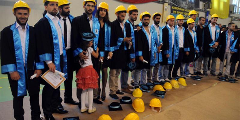 Mezuniyet töreninde kep yerine baret taktılar