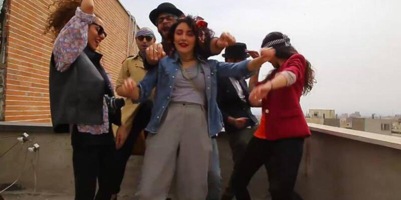 """İran'da """"Happy"""" klibi çeken gençler tutuklandı"""