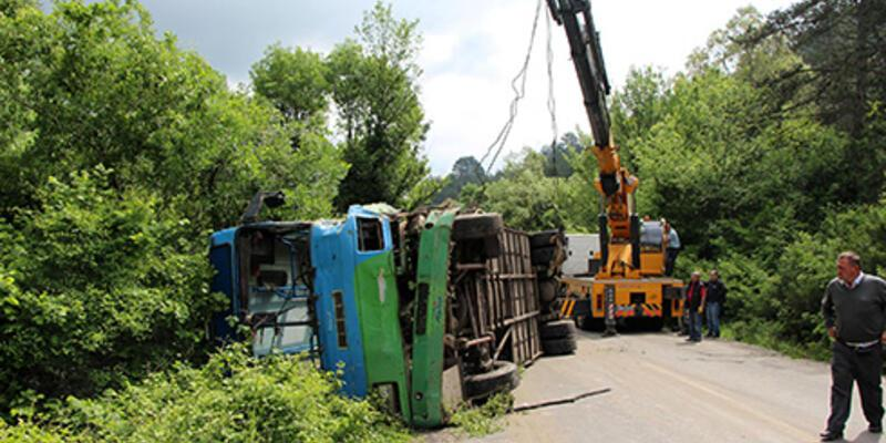 Madencilerin minibüsü TIR'la çarpıştı: 21 yaralı