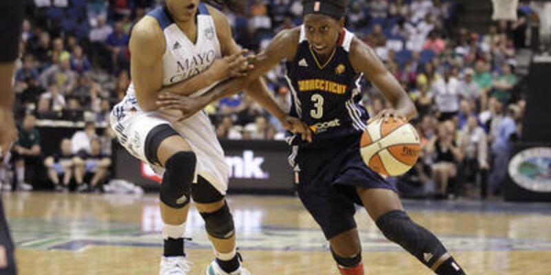 WNBA'de Moore bir ilke imza attı