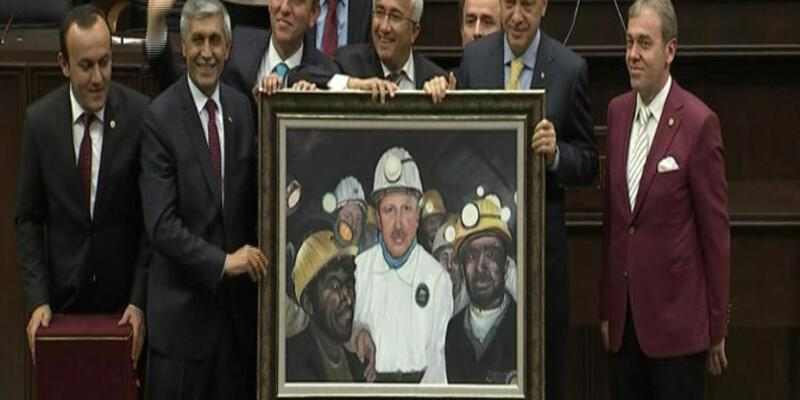 Başbakan Erdoğan'a madenci tablosu hediye ettiler