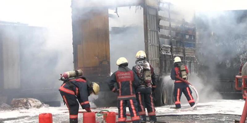 Yenibosna'da kimyasal yüklü tır yangını!