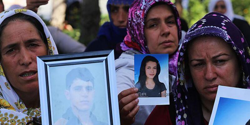 Diyarbakır'da eylem yapan aileler yol kapattı