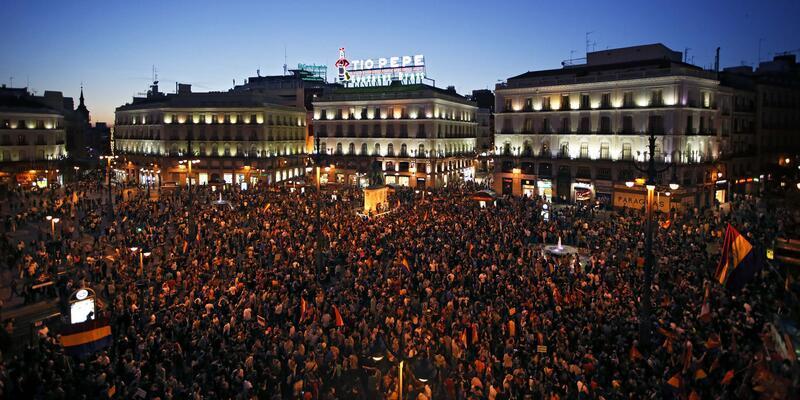 """İspanya artık Kral istemiyor: """"Felipe çek git"""""""