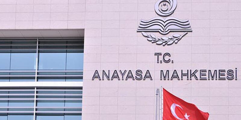 Anayasa Mahkemesi'nden başörtülü avukat kararı