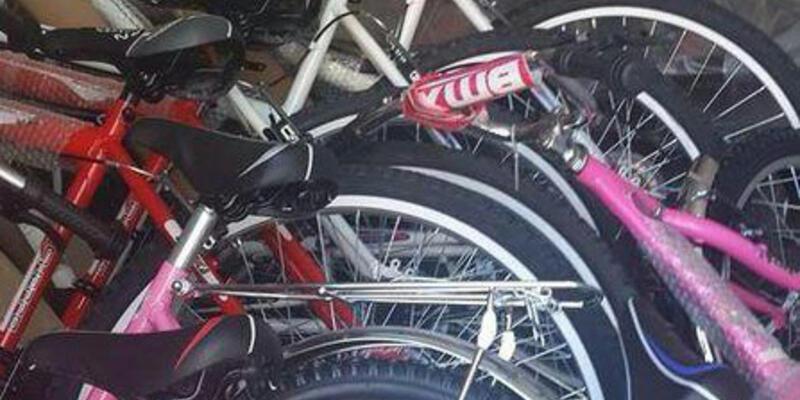 Çarşı Somalı çocuklara karne hediyesi götürüyor: Bisiklet
