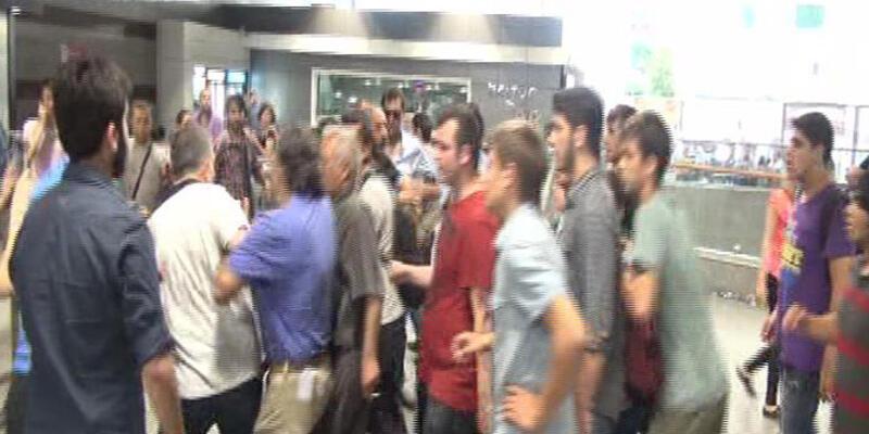 İstanbul metrosunda yumruklar havada uçuştu!
