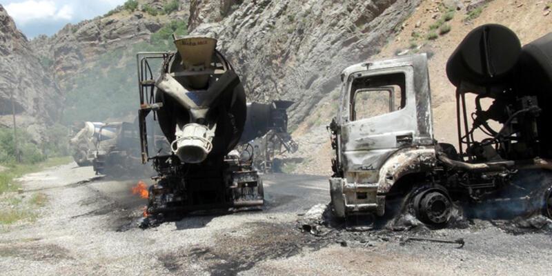 PKK'lılar 5 aracı yaktı, 6 kişiyi kaçırdı