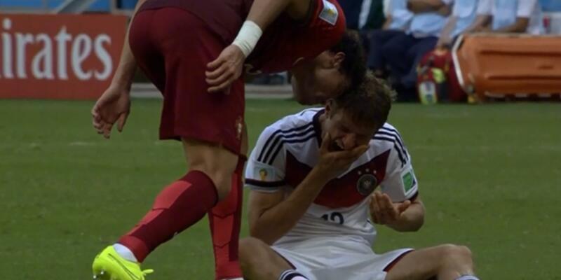 Pepe Müller'e kafa attı!