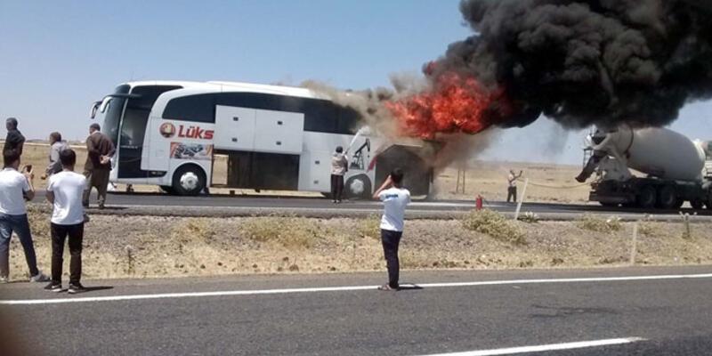 Siverek' te yolcu otobüsü alev alarak yandı