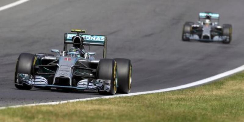 Rosberg zirveye yapıştı