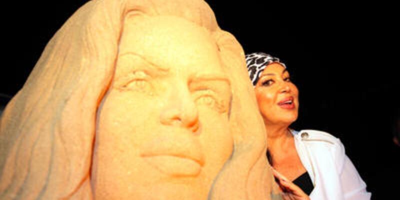 Altın Portakallı sanatçılara kumdan büst jesti