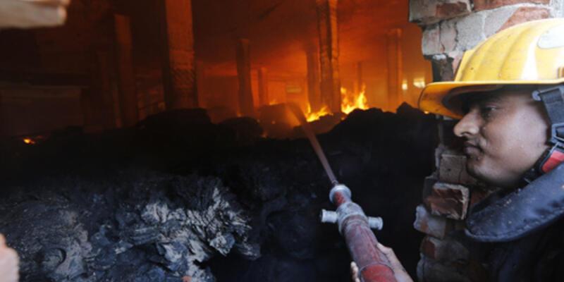 İşçiler tekstil fabrikasını ateşe verdi
