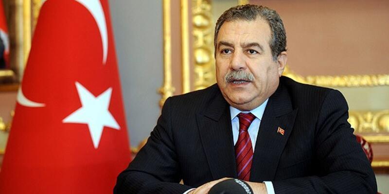 """""""Türk bayrağının indirilmesi tasvip edilemez"""""""