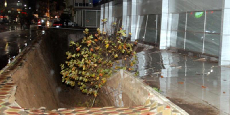 AVM'nin kapalı otoparkı çöktü