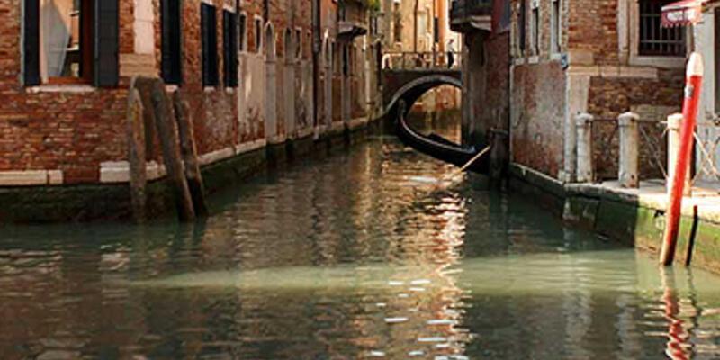 Venedik'te gondola binmek isteyen tıklasın