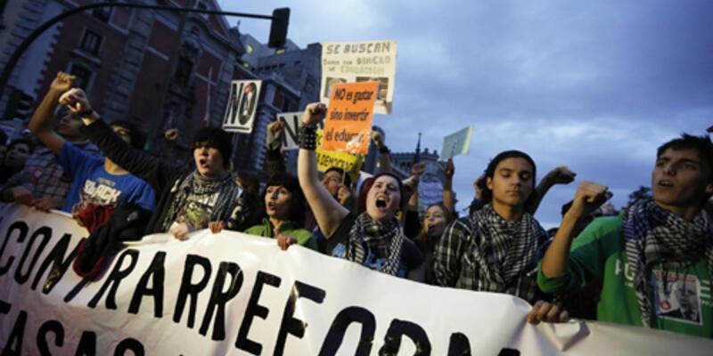 İspanya'da öğrenciler yine greve gitti