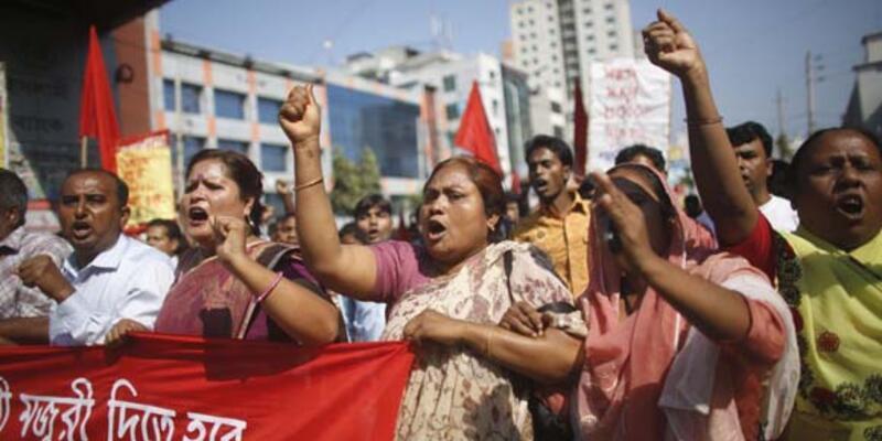 Bangladeş'te işçiler polisle çatıştı