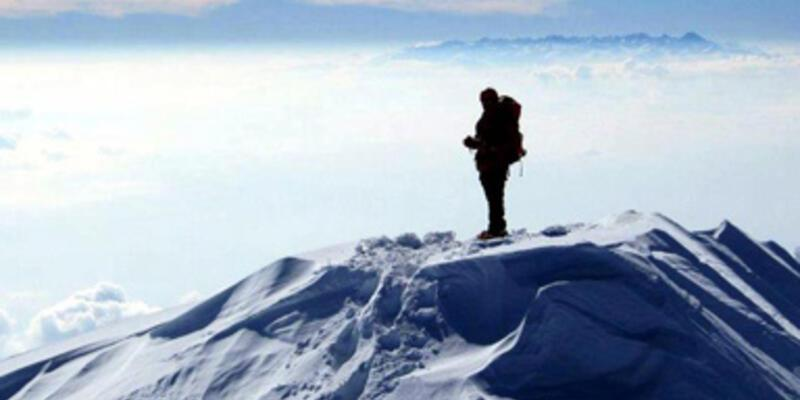 Ağrı Dağı'nda mahsur kalan dağcı kurtarıldı