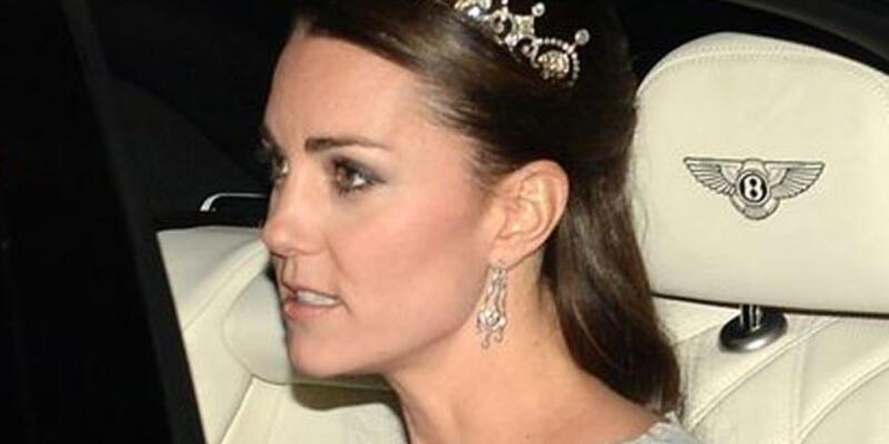 Kate Middleton pırlanta tacıyla büyüledi