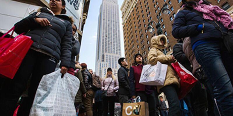 ABD'de yılbaşı alışveriş çılgınlığı başladı
