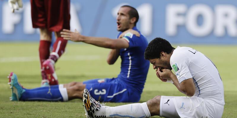 FIFA Suarez'le ilgili soruşturma başlattı