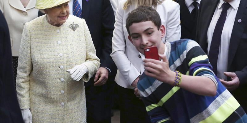 Selfie gören Kraliçe!