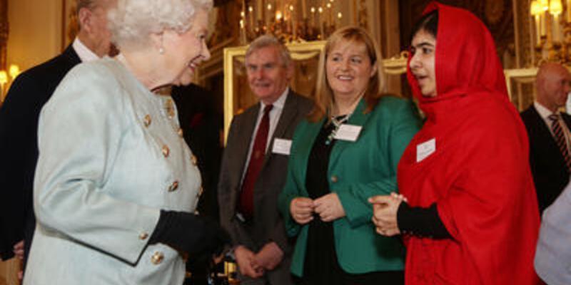 Kraliçe II. Elizabeth Malala ile görüştü